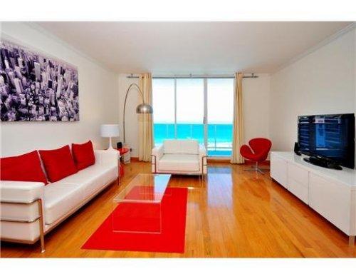 Living Room overlooking Pool and Ocean